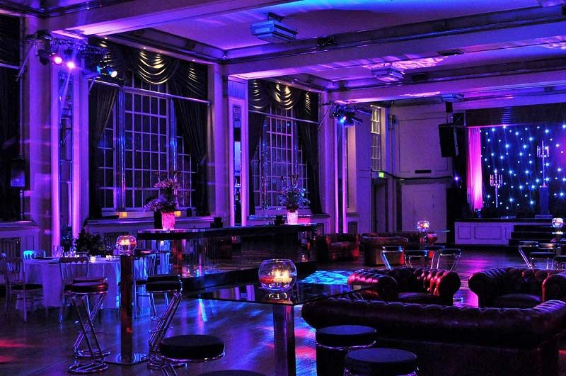 Experience A Spectacular Cabaret Show With Dinner Party In